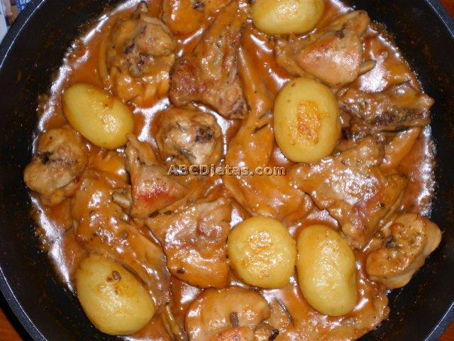 Conejo al ajillo con salsa de almendras al aroma del romero