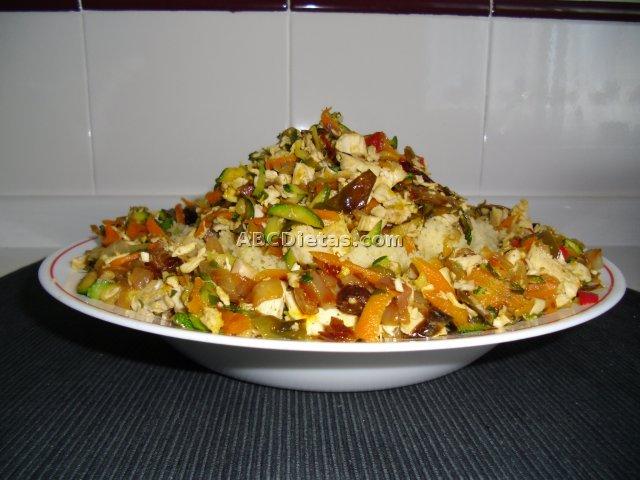 Cuscús (cous-cous)  con verduras y pollo