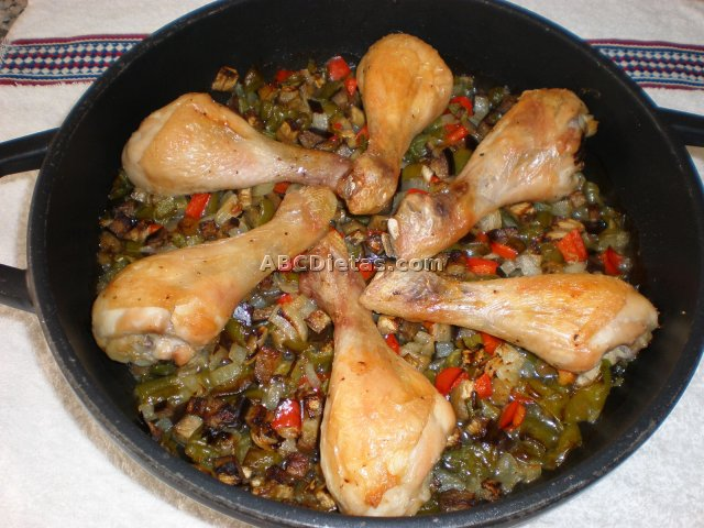 Jamoncitos de pollo con samfaina o pisto