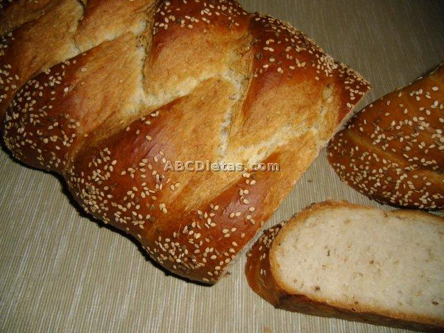 Pan con sésamo y anís trenzado