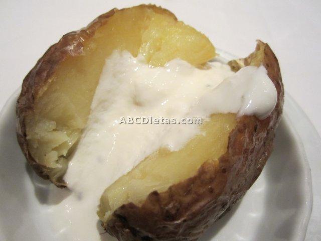 Patatas asadas con salsa alioli